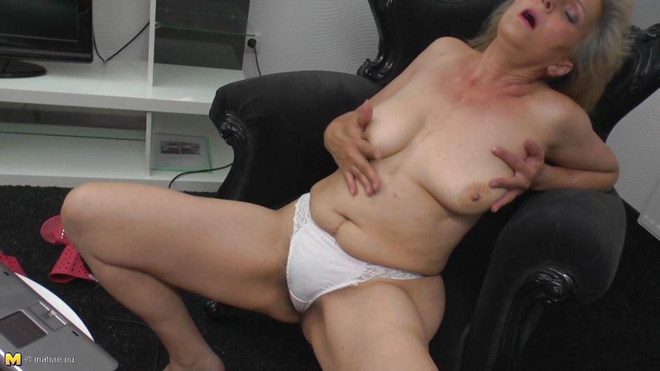 mature women ass girl ass